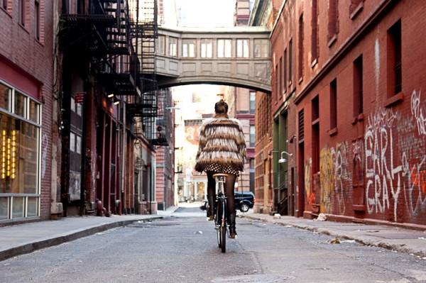 downtownfrombehind bridget fleming 0003 600x399 Visiter New York à vélo