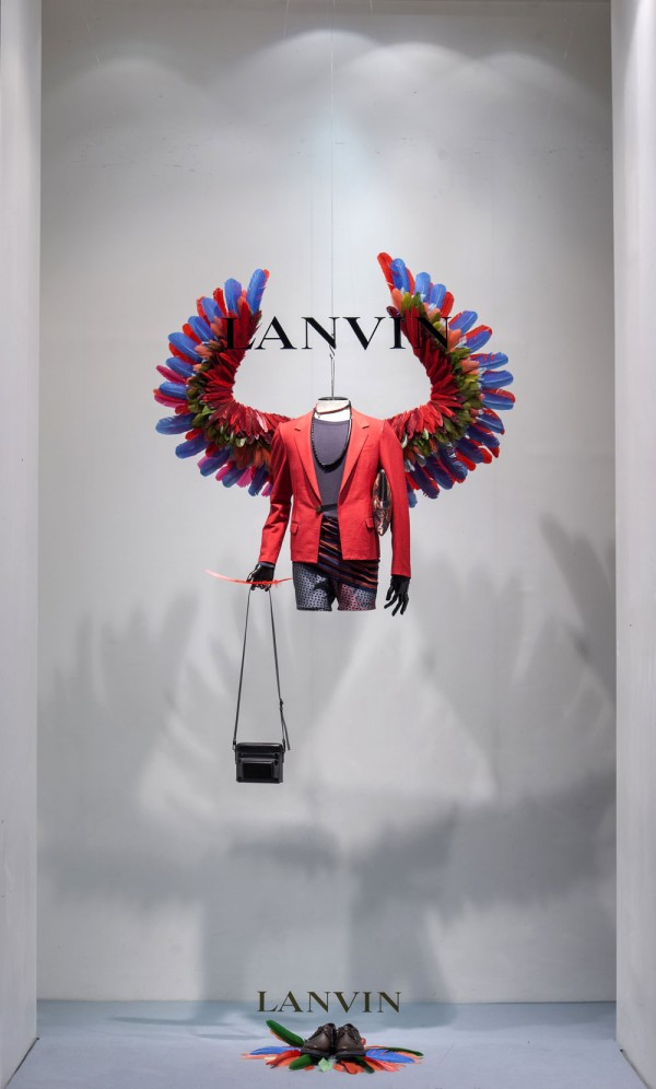 lanvin birds of paradise paris windows 16 600x996 Scénographie Lanvin : la perfection atteinte