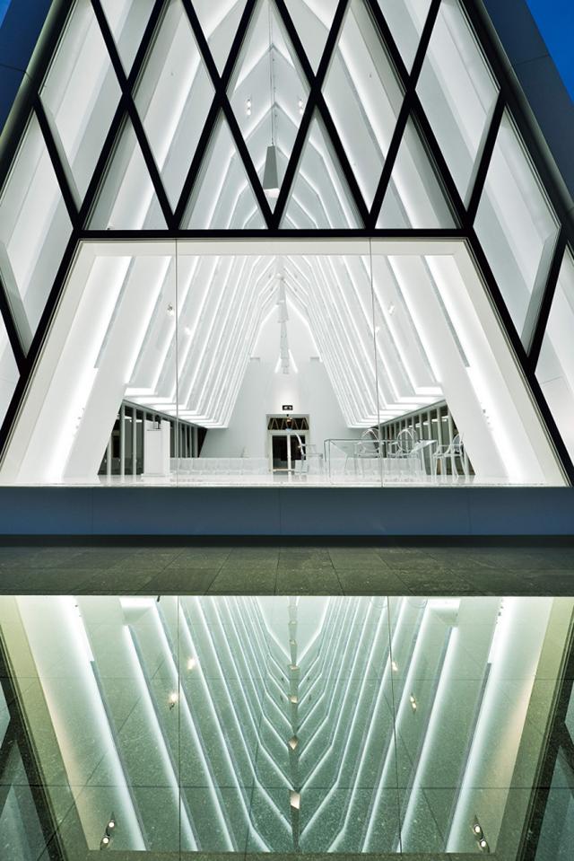 The-White-Chapel-Hong-Kong2