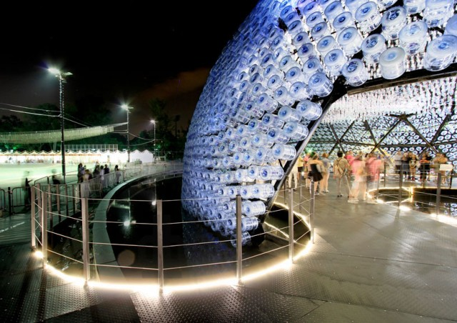 Lantern-Pavilion-made-from-Recycled-Water-Bottles7-640x452