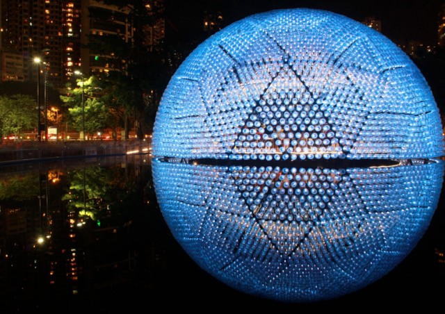 Lantern-Pavilion-made-from-Recycled-Water-Bottles8-640x452