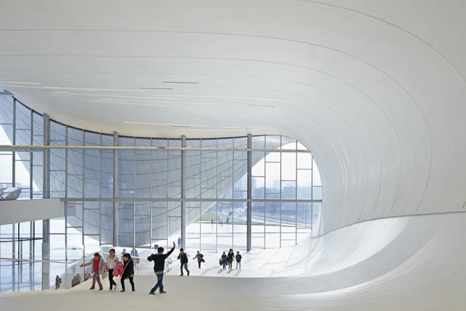 10-heydar-aliyev-center-by-zaha-hadid-architects-photo-by-Hufton-and-Crow