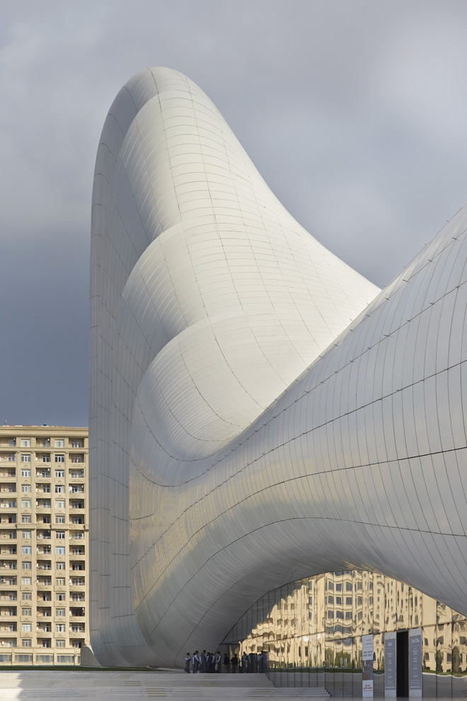 24-heydar-aliyev-center-by-zaha-hadid-architects-photo-by-Hufton-and-Crow