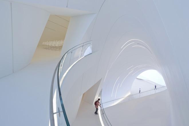 6-heydar-aliyev-center-by-zaha-hadid-architects-photo-by-iwan-baan