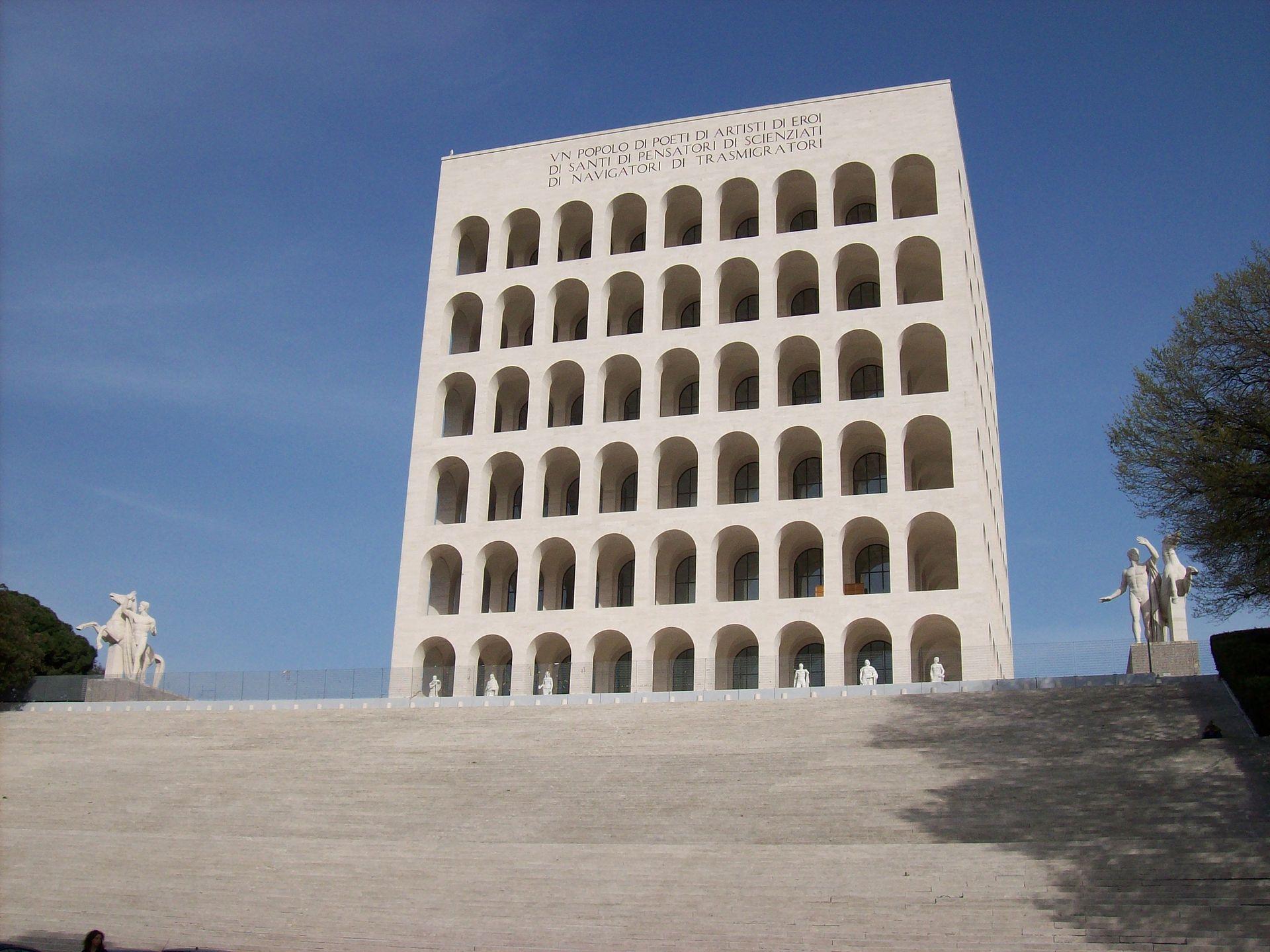 Fendi s installe au palazzo della civilita de rome for Palazzo della civilta italiana fendi