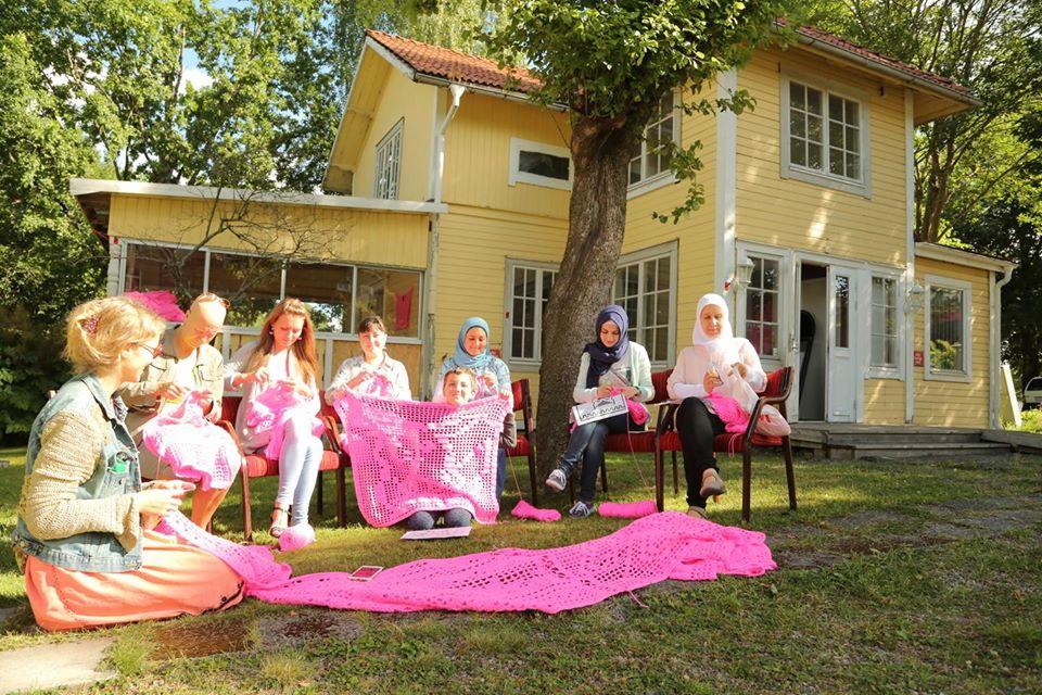 olek-finlande-maison-rose-spanky-few