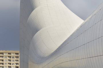 24-heydar-aliyev-center-by-zaha-hadid-architects-photo-by-Hufton-and-Crow
