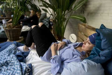 Matt-Sleeps-hangover-bar-spanky-few